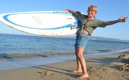 Αναστασία Γερολυμάτου: Η 81χρονη που θα διανύσει 18 μίλια με windsurf