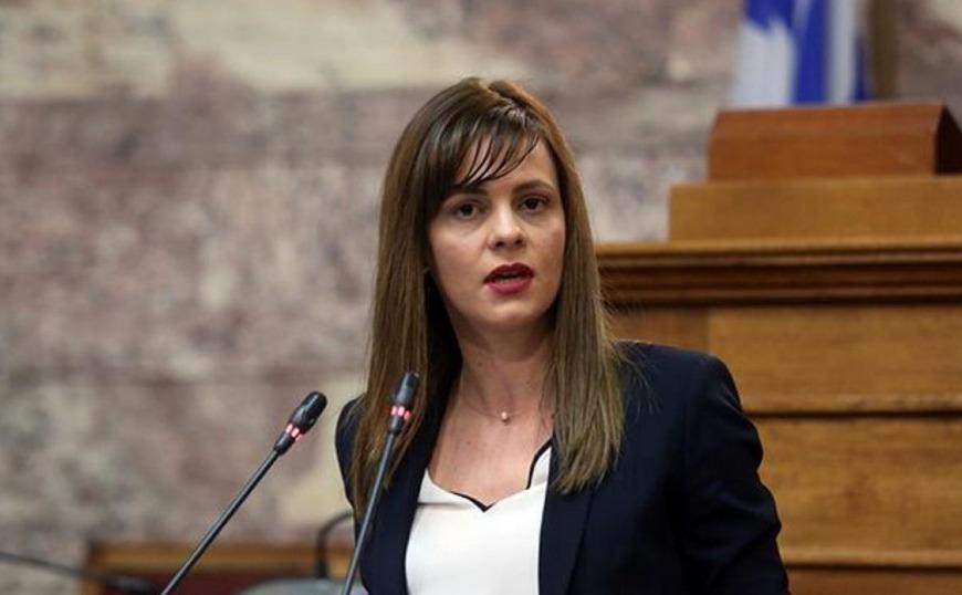 Αχτσιόγλου: Η κυβέρνηση γελοιοποιείται με την άγνοιά της στα εργασιακά