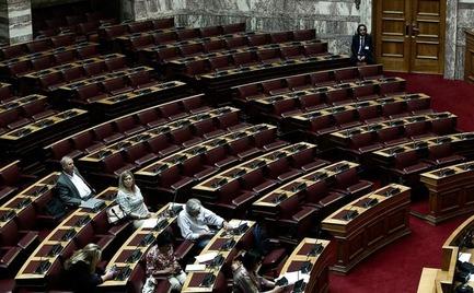 Βουλή: «Βροχή» ευνοϊκών ρυθμίσεων για δημοσίους υπαλλήλους