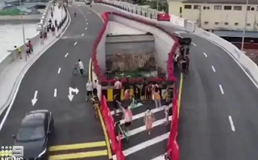 Γέφυρα κατασκευάστηκε γύρω από το σπίτι Κινέζας που αρνήθηκε να το εγκαταλείψει
