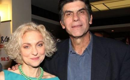 Γιάννης Μπέζος: Βραδινή έξοδος στο θέατρο στην πρεμιέρα της συζύγου του