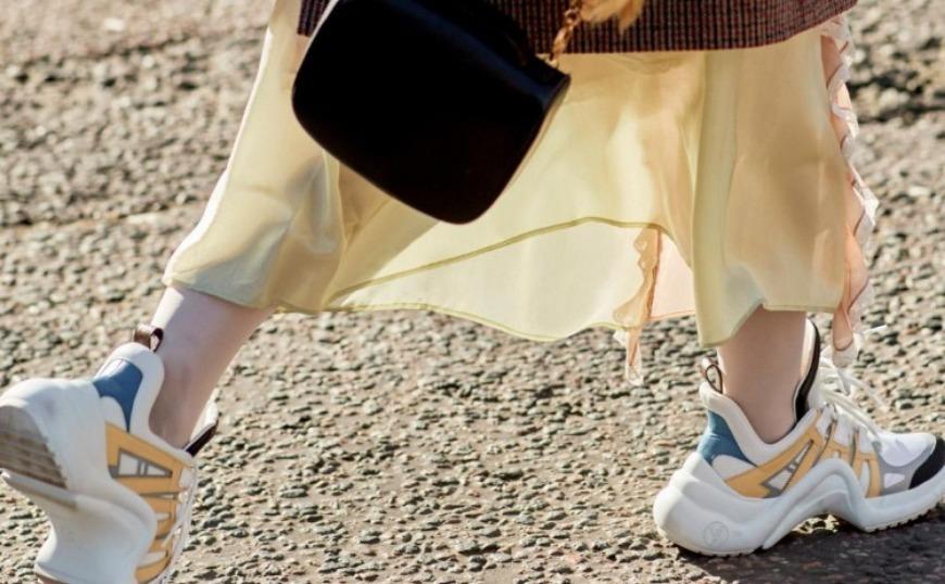 Γυναίκα: Τα Sneakers του 2019 και πώς να τα φορέσετε