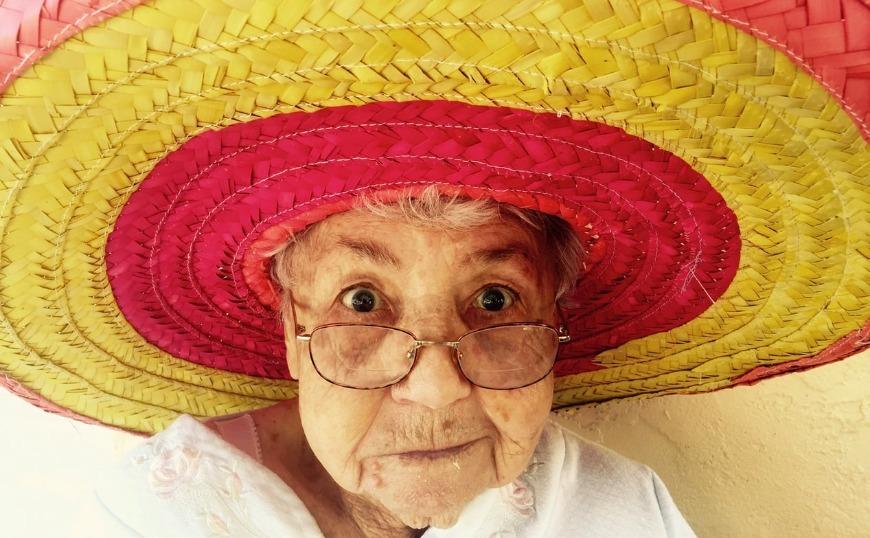 Γυναίκα 100 ετών λέει ότι το τζιν τόνικ τίναι το Μυστικό της μακροζωίας της