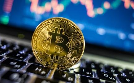 Διευρύνονται οι απώλειες για το Bitcoin, υποχώρηση 30% από υψηλό 18 μηνών