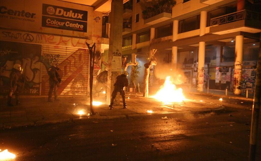 Εξάρχεια: Τραυματισμοί, συλλήψεις και προσαγωγές μετά την πορεία για την επέτειο του Πολυτεχνείου