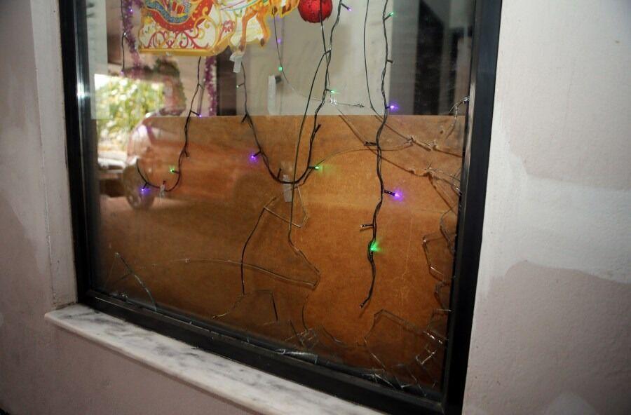 Επίθεση με κροτίδα στο σπίτι του Ευαγγέλου