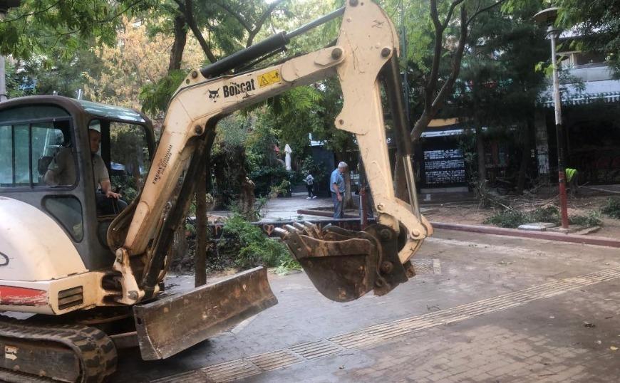 Εργασίες ανάπλασης της πλατείας Εξαρχείων, από συνεργεία του δήμου Αθηναίων