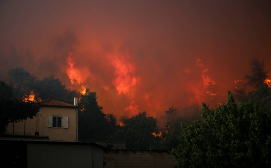 Εύβοια: Ολονύχτια μάχη με τις φλόγες