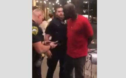 ΗΠΑ: Αστυνομικοί συλλαμβάνουν Αφροαμερικανό πράκτορα του FBI (video)