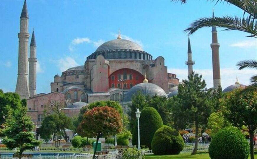 Η Αγία Σοφία γίνεται τζαμί