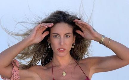 Η Αθηνά Οικονομάκου ποζάρει σε μια σέξι φωτογράφιση με μαγιό