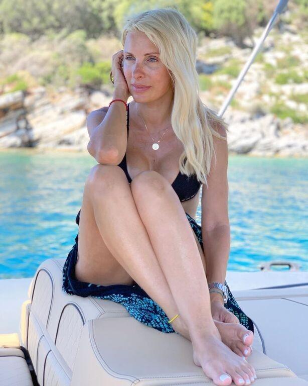 Η Ελένη Μενεγάκη συνεχίζει τις καλοκαιρινές της διακοπές