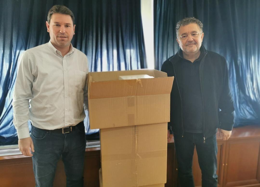 Η οικογένεια Αντετοκούνμπο προσέφερε 10.000 μάσκες στο Δήμο Ζωγράφου
