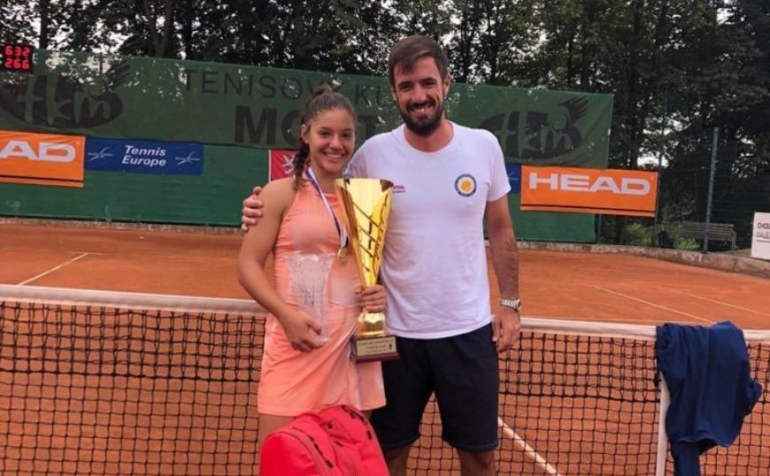 Η 14χρονη Μιχαέλα Λάκη είναι η νέα πρωταθλήτρια Ευρώπης στο τένις