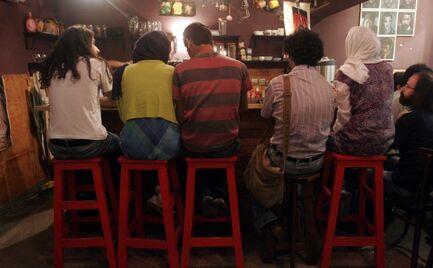 Ιράν: 44 άνθρωποι πέθαναν γιατί ήπιαν νοθευμένα ποτά για να σκοτώσουν τον κορονοϊό