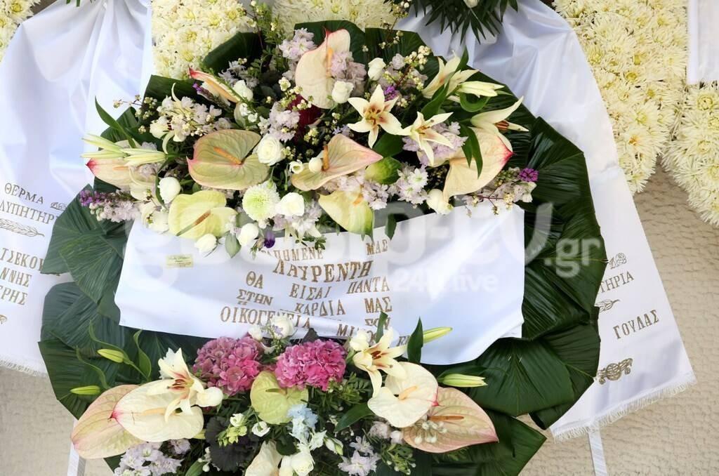 Κηδεία Μαχαιρίτσα: Το στεφάνι με την αφιέρωση της συζύγου και της κόρης του που ραγίζει καρδιές