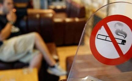 Κόβεται… μαχαίρι το τσιγάρο!
