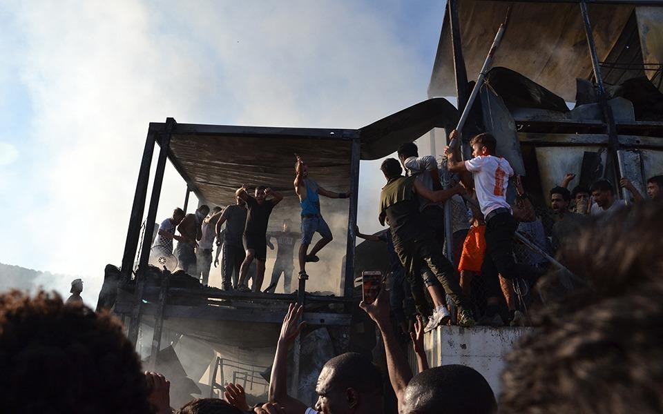 Λέσβος: Δύο νεκροί από την πυρκαγιά στη Μόρια