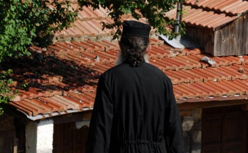 Μάνη: Ιερέας και πατέρας 4 παιδιών κατηγορείται ότι βίαζε 12χρονη