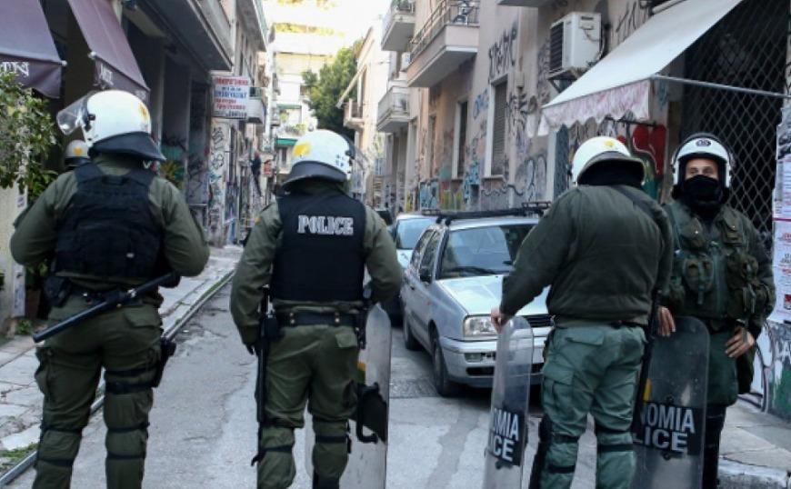 Μεγάλη επιχείρηση της Αστυνομίας στα Εξάρχεια (video)