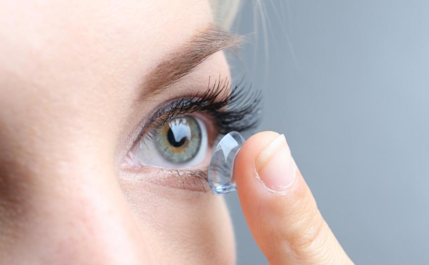 Μικρά μυστικά για τους φακούς επαφής
