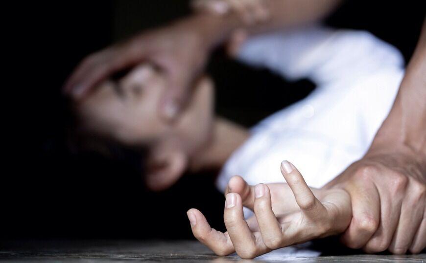 Νέα Μανωλάδα: Χτύπησε τη μάνα, βίασε την κόρη και τις λήστεψε