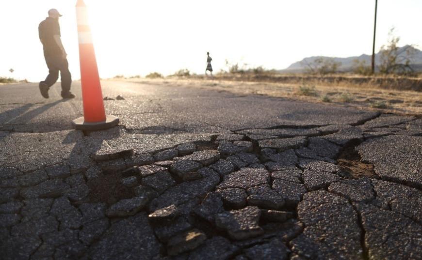 Νέος ισχυρός σεισμός 7,1 ρίχτερ στην Καλιφόρνια - Πολλαπλές φωτιές και τραυματίες