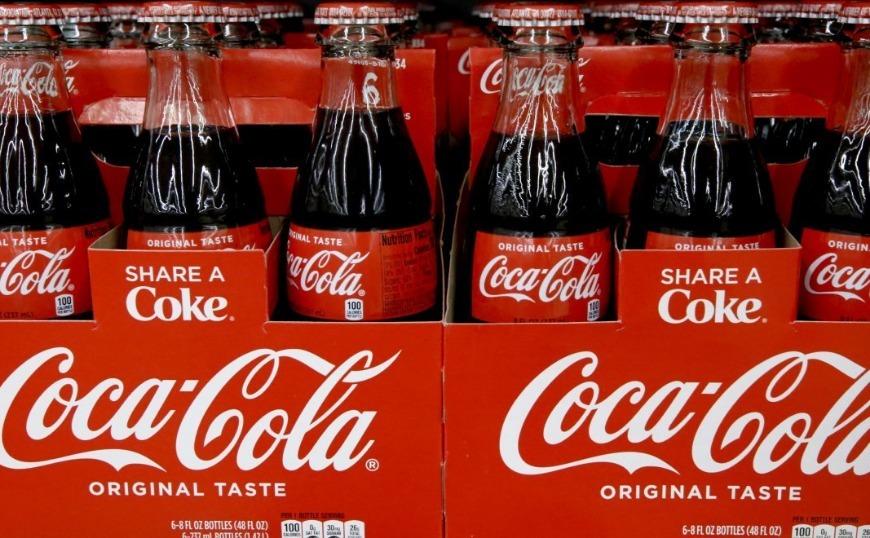 Μαίνεται η κόντρα Λουξ με Coca-Cola για την καμπάνια στην Αθήνα