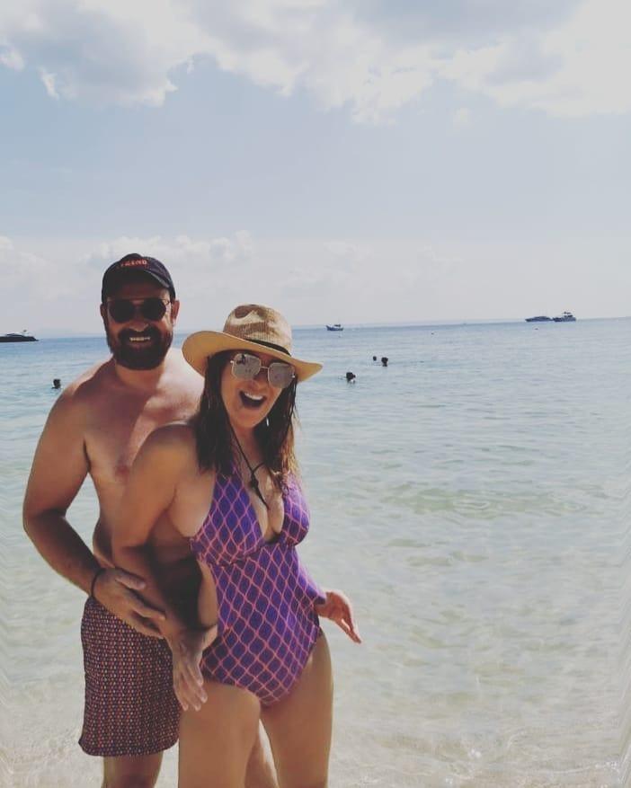 Ναταλία Γερμανού-Θέμης Γεωργαντάς: Ποζάρουν με μαγιό σε εξωτική παραλία