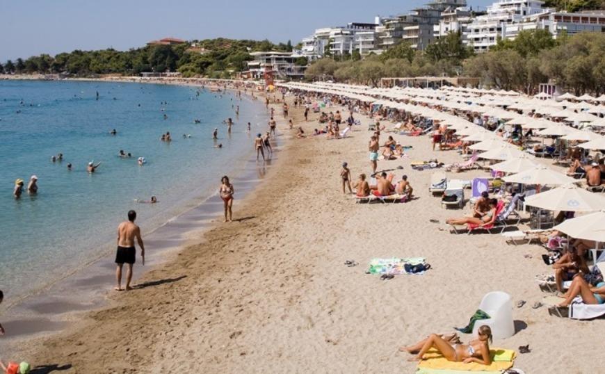 Οι καλύτερες παραλίες της Αθήνας για τις πρώτες βουτιές