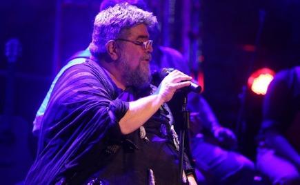 Ο Κραουνάκης σταμάτησε τη συναυλία του για να... κράξει μητέρα (video)