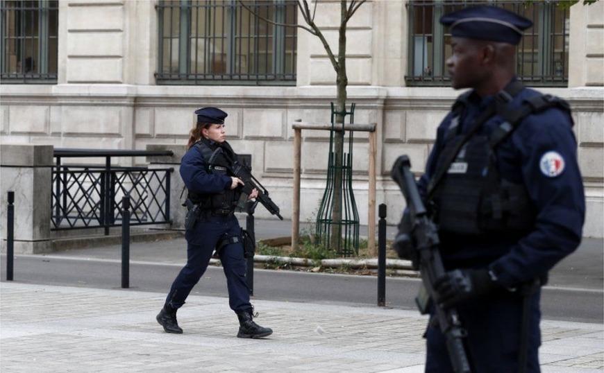 Παρίσι: Τέσσερις νεκροί ύστερα από επίθεση στο αρχηγείο της αστυνομίας