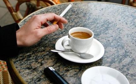 Ρόδος: Πρόστιμο σε καπνιστή μέσα σε καφετέρια