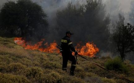 Σε ύφεση η πυρκαγιά στον Διόνυσο