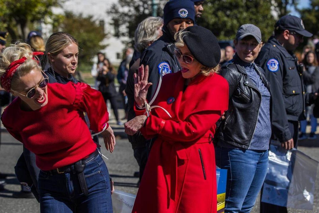 Συνελήφθη η Τζέιν Φόντα σε διαμαρτυρία για την κλιματική αλλαγή