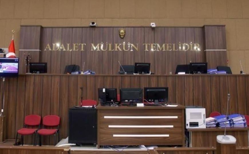 Τούρκοι δημοσιογράφοι του Bloomberg δικάζονται για άρθρο σχετικά με την πτώση της λίρας
