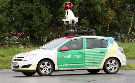 Το αυτοκίνητο του Google Maps «έπιασε» ένα γυμνό ζευγάρι στο δάσος