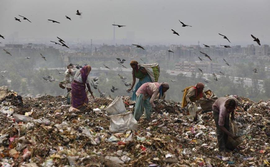 Ινδία: Το βουνό σκουπιδιών που «καταπίνει» ανθρώπους! (video)