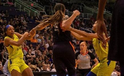Τρομερό ξύλο σε αγώνα του WNBA! (video)