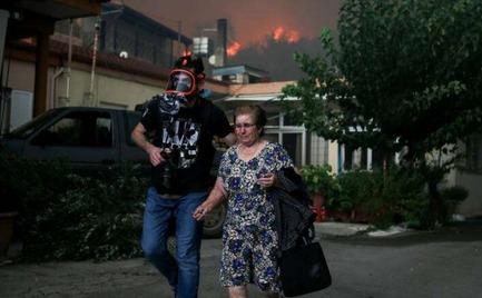 Φωτιά Εύβοια: Στα Ψαχνά οι 300 κάτοικοι από Μακρυμάλλη και Κοντοδεσπότι