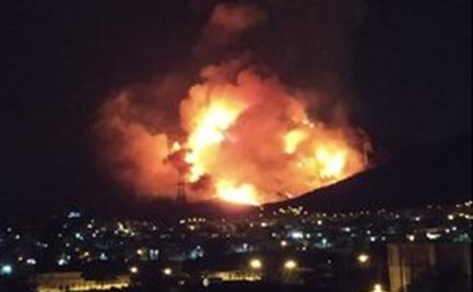 Φωτιά στον Υμηττό - Έφτασε στην κορυφογραμμή προς Καισαριανή