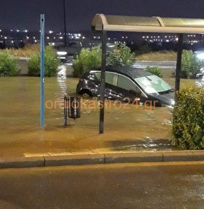 Χαλάζι στα Τρίκαλα, καταρακτώδεις βροχές στη Θεσσαλονίκη