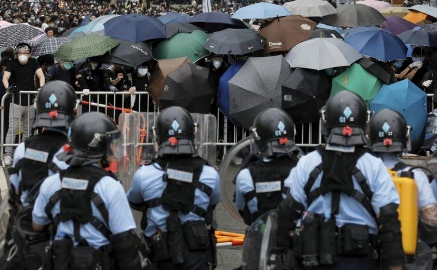 Χονγκ Κονγκ: Η αστυνομία ανέκτησε τον ελεγχο του Κοινοβουλίου