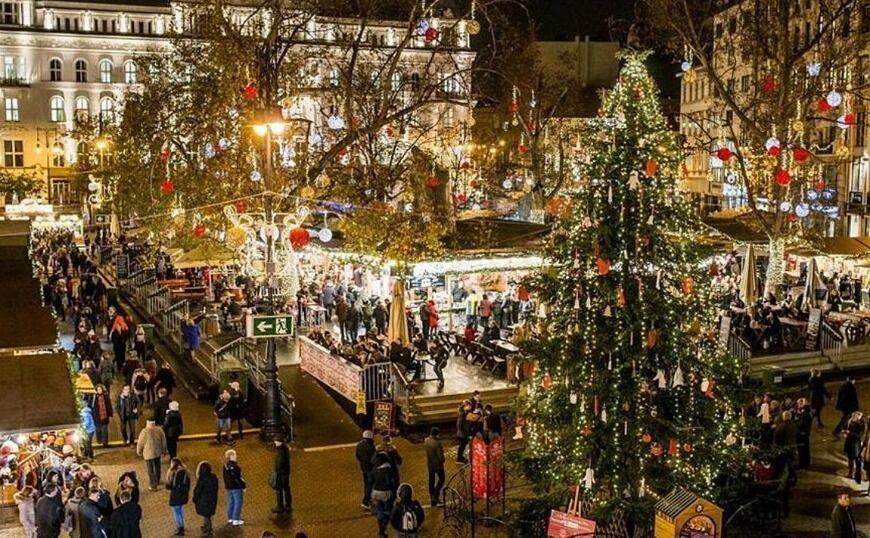 Χριστούγεννα στην Αθήνα: Παπαρίζου, Μακρυπούλια φωτίζουν το δέντρο