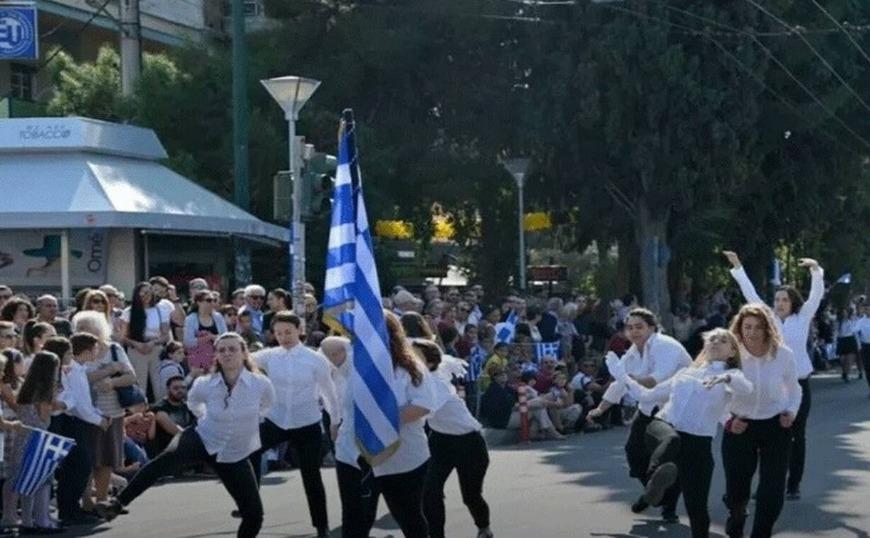 28η Οκτωβρίου:  Οργή και αγανάκτηση για την παρέλαση μαθητριών α λα «Monty Python» στη Νέα Φιλαδέλφεια