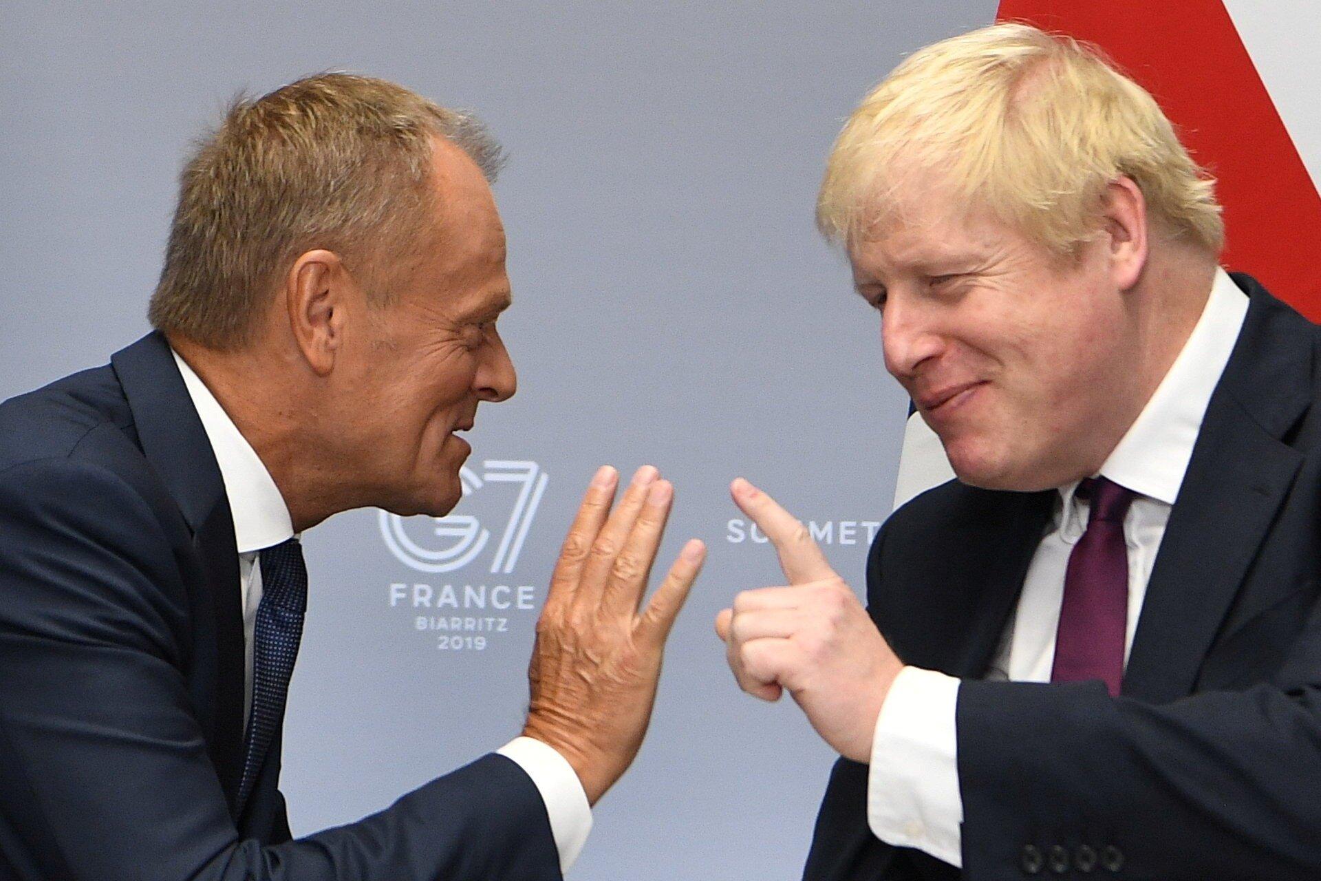 Brexit: O Τζόνσον έστειλε 3 επιστολές στην ΕΕ